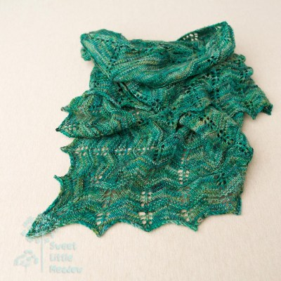 Beautifull hand knitted shawl with handdyed merino wool